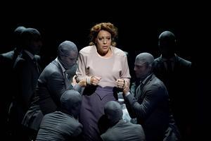 I höstas gjorde Nina Stemme rollen som Alicia Hauser i den nyskrivna operan