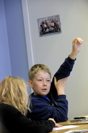Jag kan! Den nya utbildningsplanen vill höja ribban i Västerås skolor. För att det ska bli relevant måste man först se till att samma måttstock gäller för alla elever. (Personen på bilden har inget samband med texten)      FOTO: SCANPIX