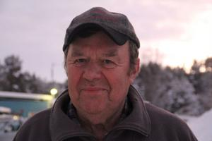 Sten, 73 år. Lade grundstenen till företaget när han och hustrun Yvonne köpte gården i Vik i mitten av sextiotalet. Fortfarande aktiv på gården och avlösare till Jan-Ove.