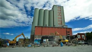 2016 revs Lantmännens silo i Norrtälje. Även den en liknande konstruktion som den på Alderholmen. Foto: Leif Gustavsson