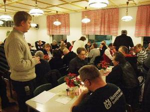 Det var i torsdagskväll som de anställda hade ett stormöte för att komma med idéer hur fabriken ska räddas.    Foto: Jimmy Svensson