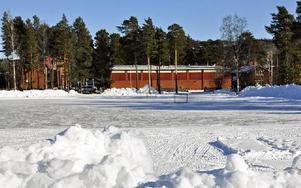 Näridrottsplatsen byggs parallellt med Prästskogsgatan och Rättviksskolan.