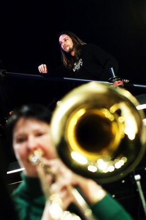 På torsdag fortsätter Kvartersteatern sitt 30-årsfirande med en konsertföreställning. Tommy Rehn, som har skrivit teatermusiken, fick i går höra sin musik spelad av Nordiska kammarorkestern och ett rockband.
