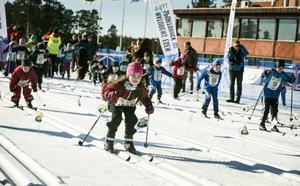 Här går starten av Barnens Skidspel i Falun.