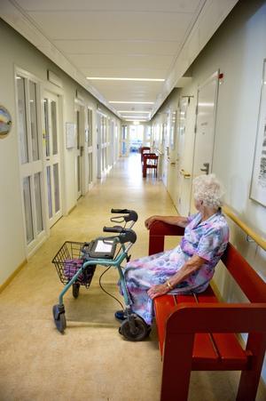 Välfärd. Debattören skriver att vi måste kunna känna trygghet i att behoven avgör vilket stöd de som flyttar in på ett äldreboende får.foto: scanpix