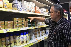 Olle Nyberg, Icahandlare i Söderhamn, kan inte köpa in smör i samma takt som det går åt.