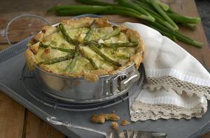 Matig vårpaj med savojkål, ricotta och späd potatis.   Foto: Janerik Henriksson/TT