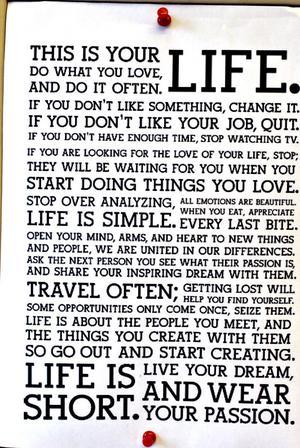 – Det där är mitt motto i livet, det, säger Elisabeth om det som sitter på hennes anslagstavla.