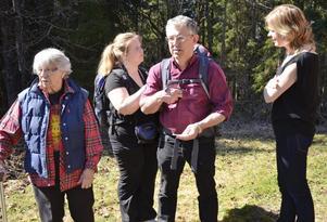 Gemensamt. De har lärt känna varandra genom det gemensamma naturintresset. Karin Andersson är här tillsammans med sonen Lars hans hustru Eva-Lotta samt kamraten Bodil Rös.