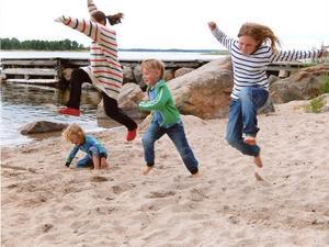 OS-final i längdhopp på en sandstrand på Enskär i Söderhamns skärgård.Foto: Erik Backelin, SöderhamnJuryns omdöme: Det är fart och glädje i bilden och det är en typisk bild från årets sommar. Skulle man vara på stranden fick man vara påklädd.