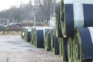 Det hoprullade konstgräset ser ut att komma till användning på Överås.