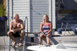 Leif och Marie Hammarberg trivs som fiskar i vattnet i sitt radhus.