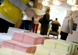 Centerpartisterna Per Åsling och Karin Stierna uppmanar alla som får att rösta i kyrkovalet och skriver att valet inte handlar om tro utan om förtroende och förväntningar på de folkvalda som ska förvalta och utveckla formerna för tro och tillbedjan.Foto: Johan Nilsson/SCANPIX