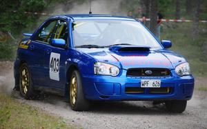Roger Enlund körde till skogs i det första åket –kom därefter igen med besked och vann fyrhjulsdrivna rallyklassen.