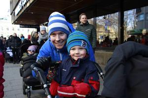 Filip Larsson, 4, och pappa Johan hoppades få träffa Bolibompadraken.