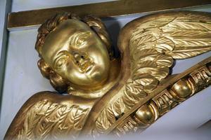 Ängeln på orgelfasaden ska snart bli rengjord. Det som återsår är renoveringen av orgelfasaden, som beräknas vara klar runt 1 november.