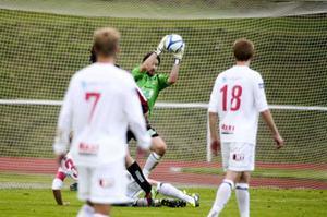 Richard Richardsson i svarade flera svettiga räddningar i seriefinalen mot Östersund hösten 2011.