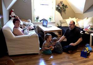 Terese Eidenmark, Matfors, valde att föda lillebror hemma och inte på sjukhuset. Med under förlossningen var dessutom barnen Elof, snart 3, Lovis 1,5 och pappa Krister Dahlin.