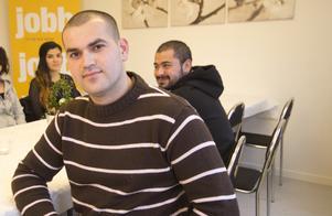 Mohamed Nomah är glad över att ha lyckats få en praktikplats. Han börjar snart på Systembolaget. Med sin gedigna butiksbakgrund passar det honom bra.