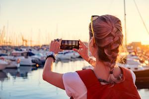 Vad händer med alla dina semesterbilder om du tappar mobilen? Automatisk molnlagring är ett smidigt sätt att spara alla foton på.