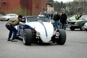 Väckte uppmärksamhet. Spåren av en gammal bubbla syns trots att Mika Juntunen byggt om allting på bilen.