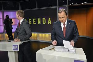 Ska kommunerna sitta och sortera eleverna efter föräldrarnas inkomst? Stefan Löfven kräver blandade skolklasser men gav i SVT:s partiledardebatt inget svar på hur det ska gå till.