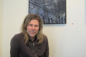 Svartsynt? Peter Endahl är utbildad på Gävle Konstskola och dubbelt aktuell i år. Foto: Kristian Ekenberg