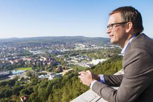 Sundsvall har tidigare kallats Norrlands huvudstad. Men Peder Björk (S) vill tona ner den bilden och hoppas nu också att Härnösand ska bli residensstad för hela Norrland.