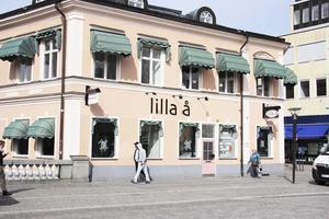 Skylt ska bytas ut. Men än är det osäkert vad skönhetssalongen som flyttar in i Lilla Å:s lokaler ska heta.