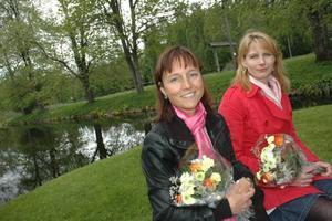 VINNARE. Skolsköterskorna Pernilla Hedin och Helena Nordqvist fick 20 000 kronor för att hjälpa tonårsflickor att hantera depression.