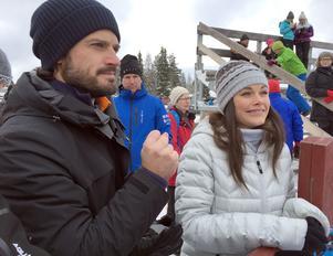 Kungliga åskådare, prins Carl Philip och prinsessan Sofia, hemma i Älvdalen igen.
