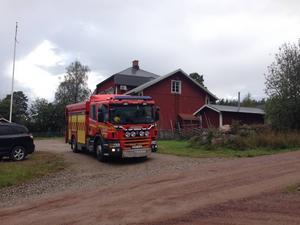 Miele Ekelund hade precis svängt in med sin bil vid bygdegårdens gavel när åskan slog ner.