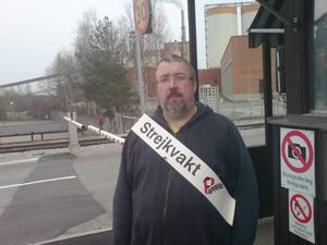 Joacim Hermansson var strejkvakt utanför huvudporten till Korsnäs-Frövianläggningen.
