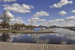 Äkta vårtecken, första båtarna ligger redan i sjön. Foto: Thomas Claesson