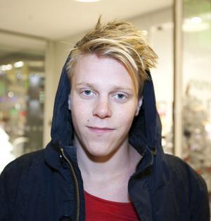 Simon Larsson, 18 år, student, Bomhus:– Det skulle väl vara att börja träna. Jag har aldrig avgett något löfte tidigare, men det där ska jag faktiskt säga i år.