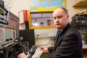 Sändaramatörer har en stor funktion vid katastrofer när många kommunikationssystem slås ut förklarar Henrik Persson vid Hudiksvalls sändaramatörer.