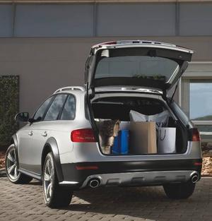 Det gamla Allroad-originalet från 1999, baserad på Audi A6, svalde 427 liter i bagageutrymmet. Nya lillebror A4 Allroad rymmer 490 liter. Bilen är helt enkelt smartare byggd.