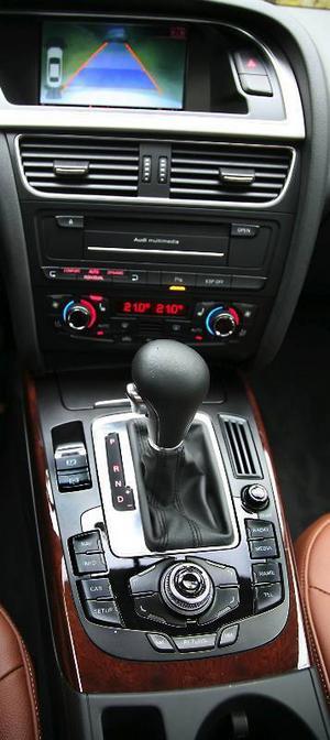 Det tar ett tag att vänja sig vid alla knappar och rattar mellan sätena fram.