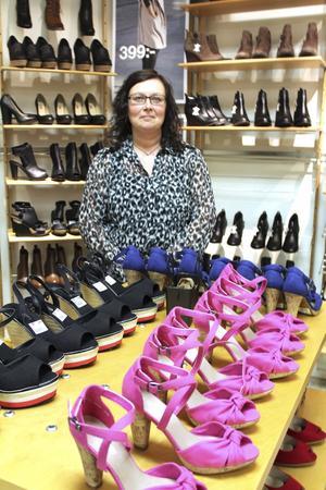 Malin Pettersson har hamnat i ett jobb hon tycker om. Där får hon utlopp för sitt estetiska seende när hon arrangerar i butiken.