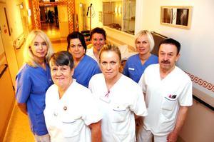 En del av den framgångsrika ortopedklinikens personalstyrka är operationskoordinatorn Ing-Marie Berling, biträdande avdelningschef Karin Hwittfeldt samt Patricia Dahlqvist, Karin Alfredsson, Ulrika Larsson, Erika Andersson och Bernt Eriksson samtliga undersköterskor.
