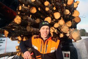 Nu ställer Ferry Svan in sin skogstraktor och åker till Nya Zeeland på träningsläger.