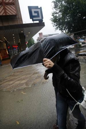Direkt eller indirekt – regnig väderlek påverkar alla i staden Gävle.