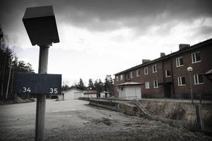 Faxeholmen har meddelat att flera hyreshus med sammanlagt 60 lägenheter ska rivas.