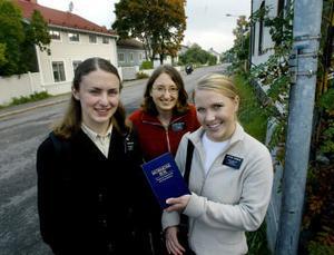 Christina Smith, Anita Hofhansl och Rachel Turbow använder Mormons bok i missionsarbetet. Boken finns översatt till hundra språk, bland annat flera asiatiska.