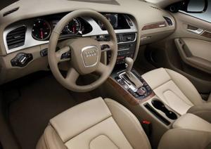 Perfekt förarplats och hög klass på materialvalet har blivit signum för Audi. Bilen passar bra för långa resor.