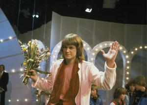 "Ted Gärdestad firar segern i Melodifestivalen 1979 med låten ""Satellit"". Foto: Pressens Bild / SCANPIX"