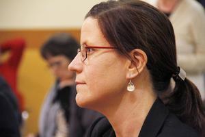 Malin Ruthström, omsorgschef i Nordanstig, får inte köpa nya möbler till skolmatsalarna.