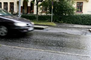 JÄMNT? Tekniska kontoret har tagit bort ojämnheter på Staketgatan och Södra Strandgatan.