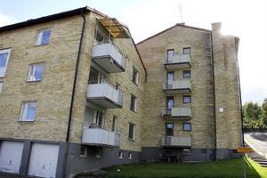 En av huskropparna på Lotsgatan har varit tömd och malpåsad sedan 1999. Med bara åtta hyresgäster i 24 lägenheter i den andra huskroppen är det dags att riva, anser Faxeholmen.
