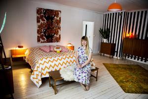 Sovrummet ska tapetseras i en grå tapet som Stig Lindberg har formgivit.